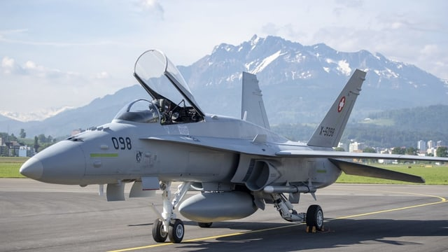 Eine Attraktion an der Geburtstagsfeier des Flugplatzes: Der F/A-18-Jet.