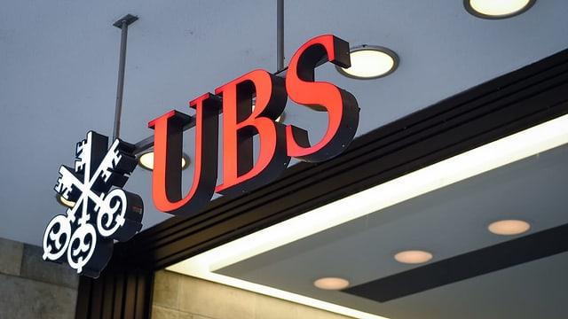 Leuchtschriftzug der Schweizer Grossbank UBS