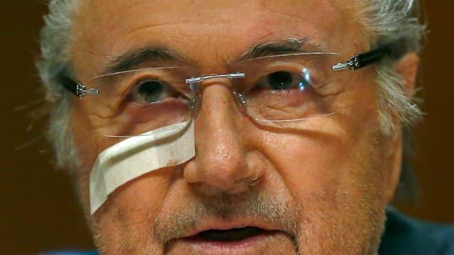 Sepp Blatter spricht an der Medienkonferenz.