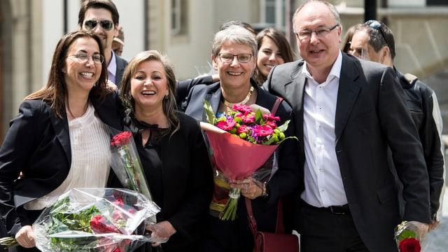 Die links-grünen Staatsräte Cesla Amarelle, Nuria Gorrite, Béatrice Métraux und Pierre-Yves Maillard freuen sich.