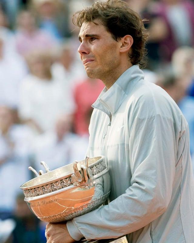 Ein emotionaler Rafael Nadal bei der Siegerehrung in Paris.