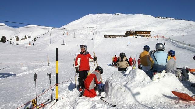 Ir cun skis cun tschiel blau.