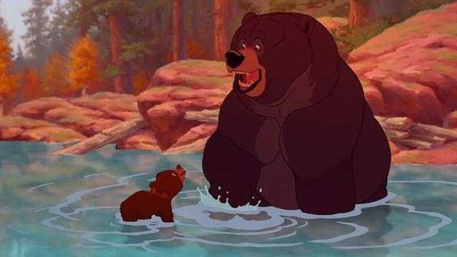 Szene aus einem Zeichentrickfilm: Ein riesiger, freundlich dreinblickender Bär sitzt im Wasser, vor ihm sitzt ein kleiner und schaut zu ihm auf.