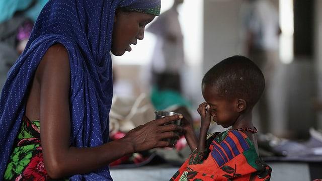 Afrikanische Mutter mit ihrem Kind.