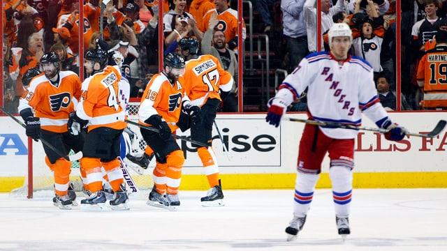 Die Philadelphia Flyers können gegen die Rangers erneut ausgleichen.