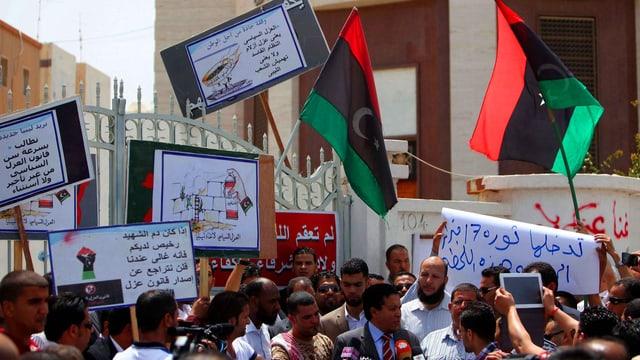 Milizen blockieren das Regierungsgebäude