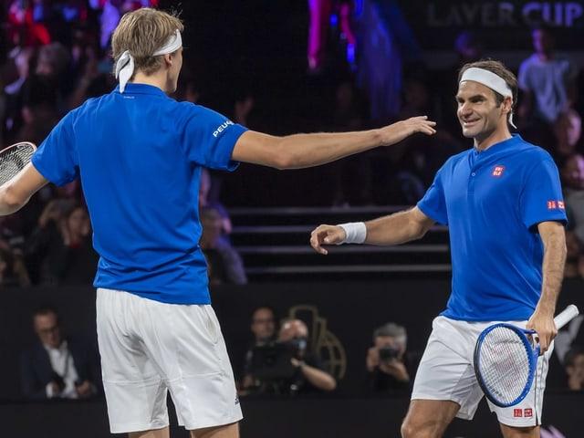 Alexander Zverev und Roger Federer.