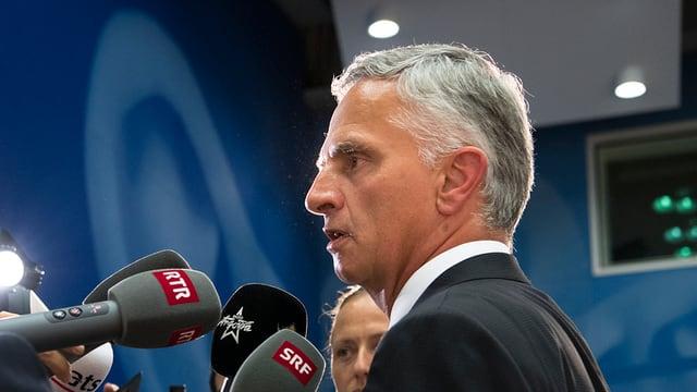 Didier Burkhalter dat pled e fatg a las medias suenter sia annunzia surprendenta.