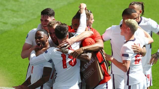 England müht sich zum Auftaktsieg gegen Kroatien