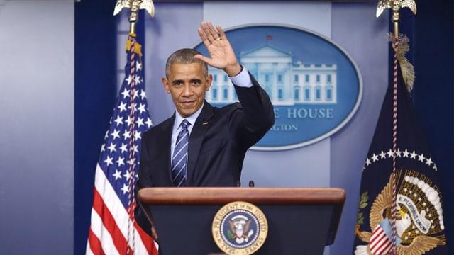 Winkender Obama bei seiner letzten Medienkonferenz im Weissen Haus