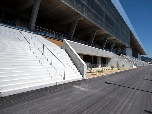 Die Seitenansicht des Stadions.