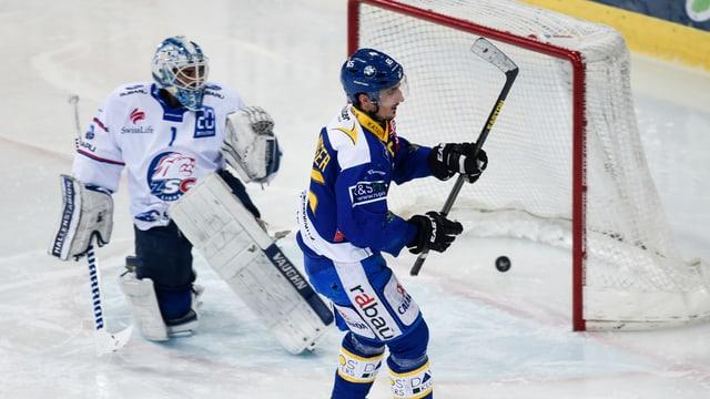 giugader da hockey ha gist sajettà in gol, il goli po be guardar suenter