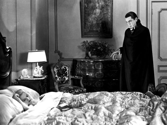 Helen Chandler als Mina, Bela Lugosi als Graf Dracula.