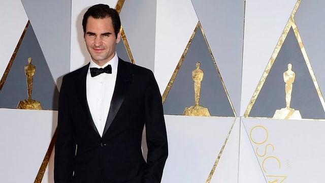 Roger Federer im schwarzen Smoking bei den Oscars.