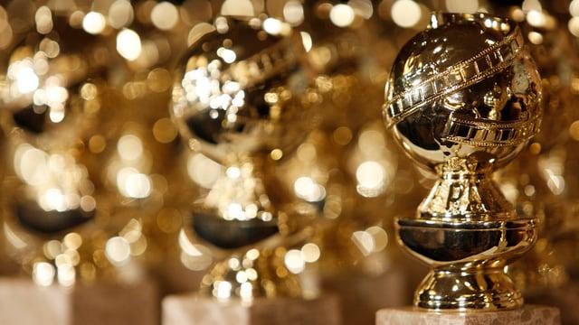 Auszeichnungen in Nahaufnahme (goldene Weltkugel)