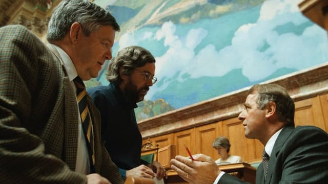 Alphatiere unter sich: Jean-Pierre Bonny, Andreas Gross und Bundesrat Adolf Ogi im Nationalratssaal.