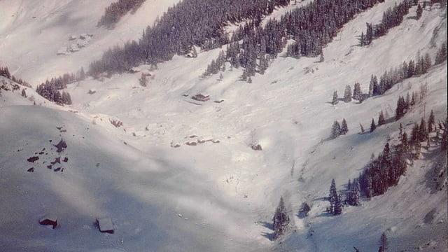 Acla suenter las lavinas da l'avrigl 1975.