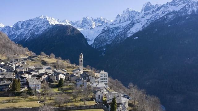 Der Bundesrat muss alle vier Jahre einen Aktionsplan für das Berggebiet vorlegen. Im Bild ist das Dorf Solgio im Kanton Graubünden.