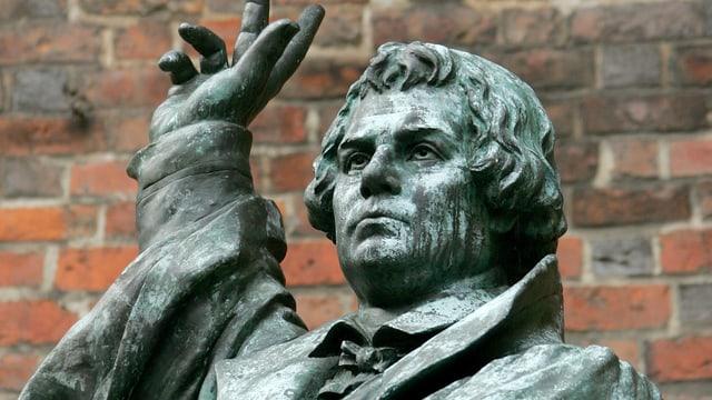 Bronzestatue von Martin Luther in Hannover.