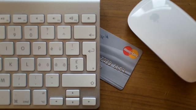 Tastatura e carta da credit.