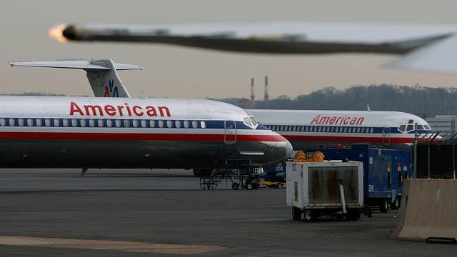 Flugzeuge von American Airlines auf dem Flughafen
