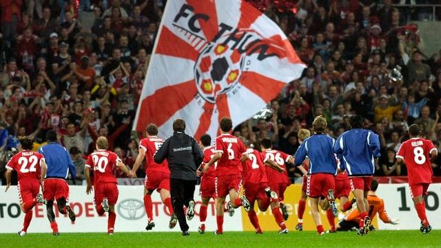 Die Thuner Spieler wollen sich wieder vom eigenen Anhang feiern lassen - diesmal aber in Thun statt in Bern.
