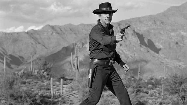 Richard Boone als «Paladin» in «Have Gun, Will Travel» mit gezogenem Colt