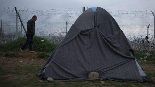 Ina tenda grischa en il liber en Grezia.