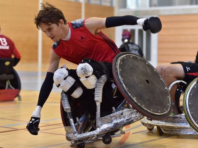Jeremy Jenal sin sutga cun rodas che quasi cupitga