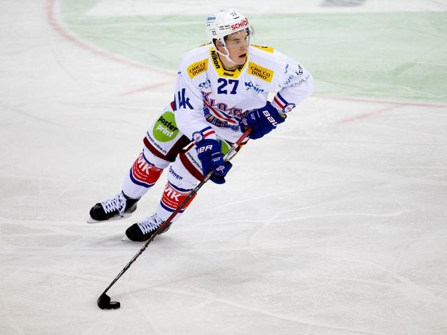 Dominik Egli führt die Scheibe.