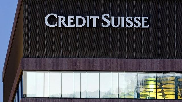 Logo der Bank Credit Suisse an einem Gebäude