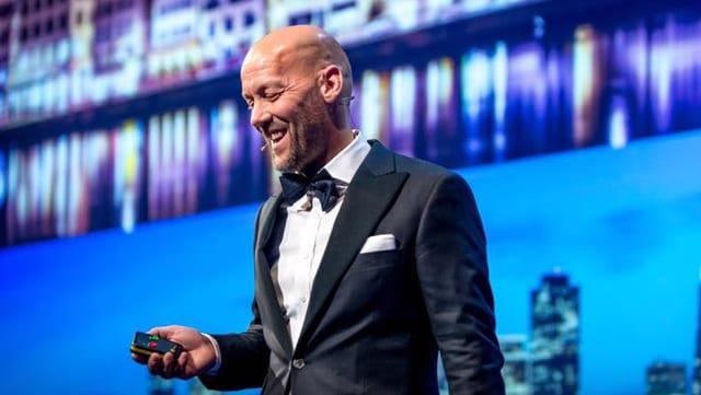 Fabian Hediger auf der Bühne.