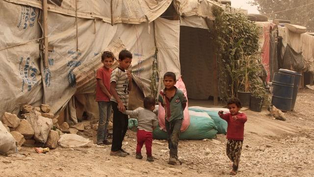 Uffants fugitivs en in camp en il Libanon.
