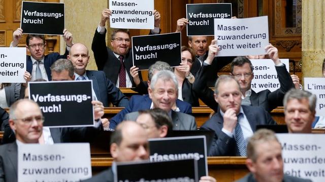 La fracziun da la PPS ha demonstrà sunter la votaziun finala en il Cussegl naziunal.