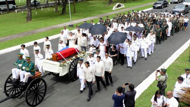 Zu sehen ist die Beerdigung des philippinischen Ex-Diktators Marco.