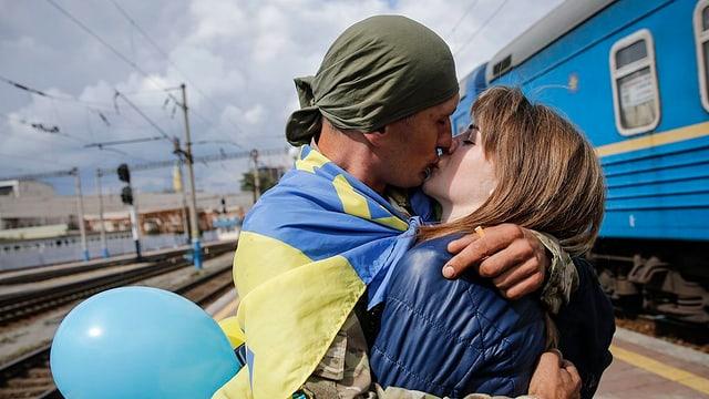 Cordial bainvegni per schuldà ch'è turnà da la regiun da conflict puspè a chasa a Kiev.