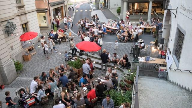 Restaurantbetrieb vor Rathaus Lichtensteig