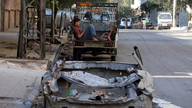 Ein zerstörtes Auto in Aleppo.