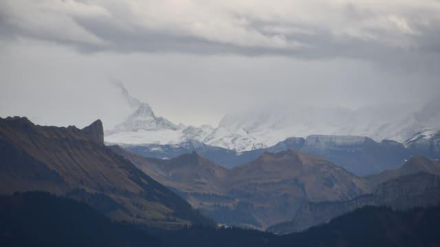 Föhnstimmung über den Alpen vom Emmental aus gesehen.