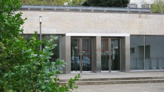 Sicht auf Hörsaal-Türen am Kantonsspital