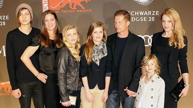 Til Schweiger mit seiner Noch-Ehefrau Dana (2.v.l.), seiner damaligen Freundin Svenja Holtmann (r.) und seinen vier Kindern