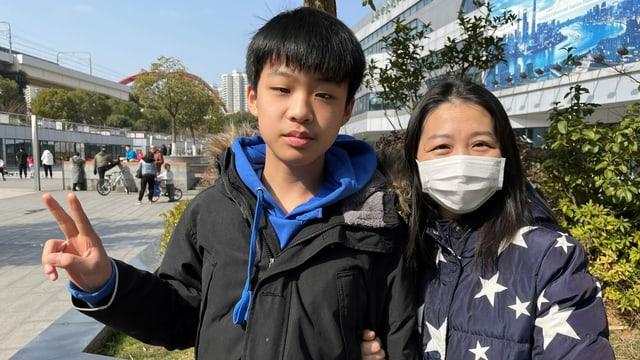Huang Jiehui und ihr Sohn.
