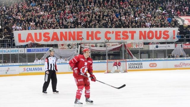 Fans des Lausanne HC bei einer Aktion gegen Quennec.