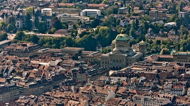 Die Stadt Bern mit dem Bundeshaus in einer Luftaufnahme.