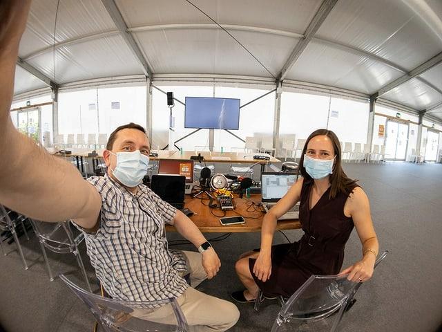 Per RTR a Genevra: Adrian Camartin e Fabia Caduff.