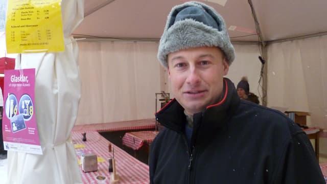 Peter von Allmen verkauft Raclette und Getränke bei den Lauberhorn-Rennen.