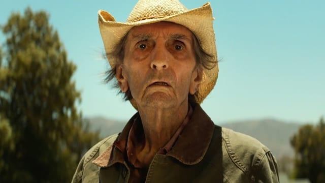 Harry Dean Stanton in «Lucky». Er schaut verdutzt und trägt einen Hut.