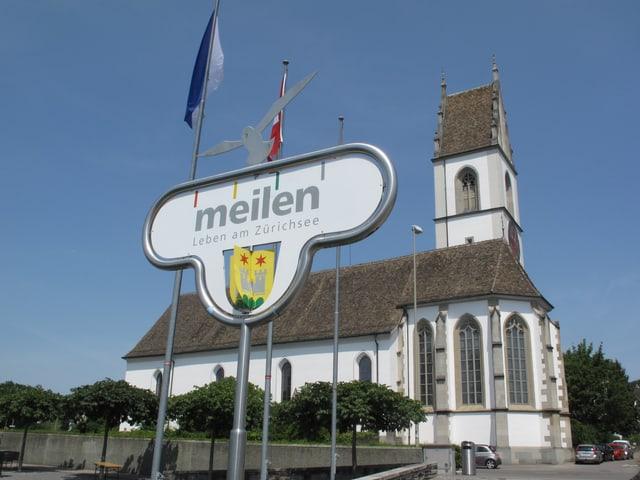 Ortsschild Meilen mit Kirche im Hintergrund.
