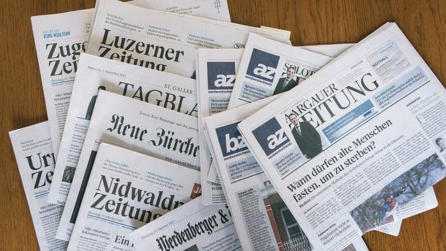 Verschiedene Zeitungen.