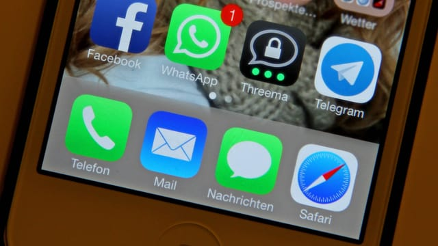 Smartphone mit diversen Messaging-Diensten